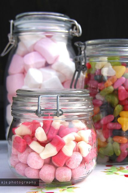 definitely doing somehting along these lines for the Candy Bar favors for my wedding.