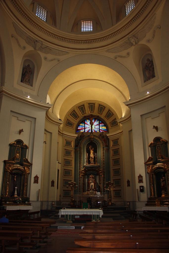 La Iglesia de san Sebastián se construye entre el 1554 y 1575 por Lucas Hernández y es famosa por las personalidades que figuran en sus archivos parroquiales. http://www.rutasconhistoria.es/loc/iglesia-de-san-sebastian