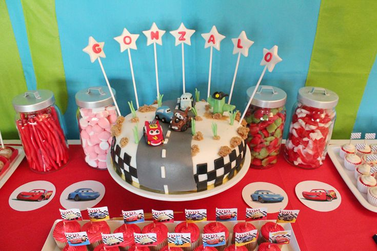 pistas para organizar una fiesta de cumpleaños infantil: tarta cars   Galería de fotos 11 de 23   Vogue