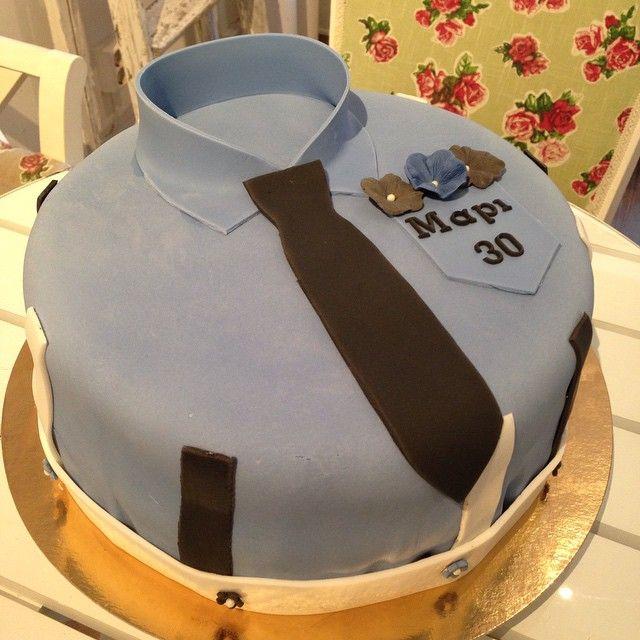 Another 30th for a gentleman! #cake #tårta #personlig #slips #sockerpasta #homemade #hembakat #dumlefluff #hallonmousse #choklad #gott #yummy #fint #catering #special #göteborg #linné #gbgftw #birthday #party #födelsedag #fest #kalas