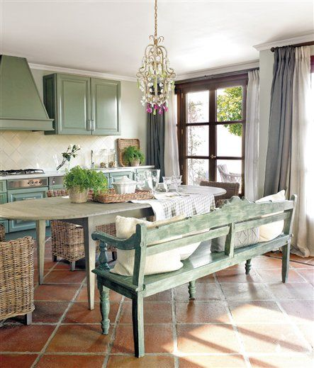 Green patina kitchen via El Mueble