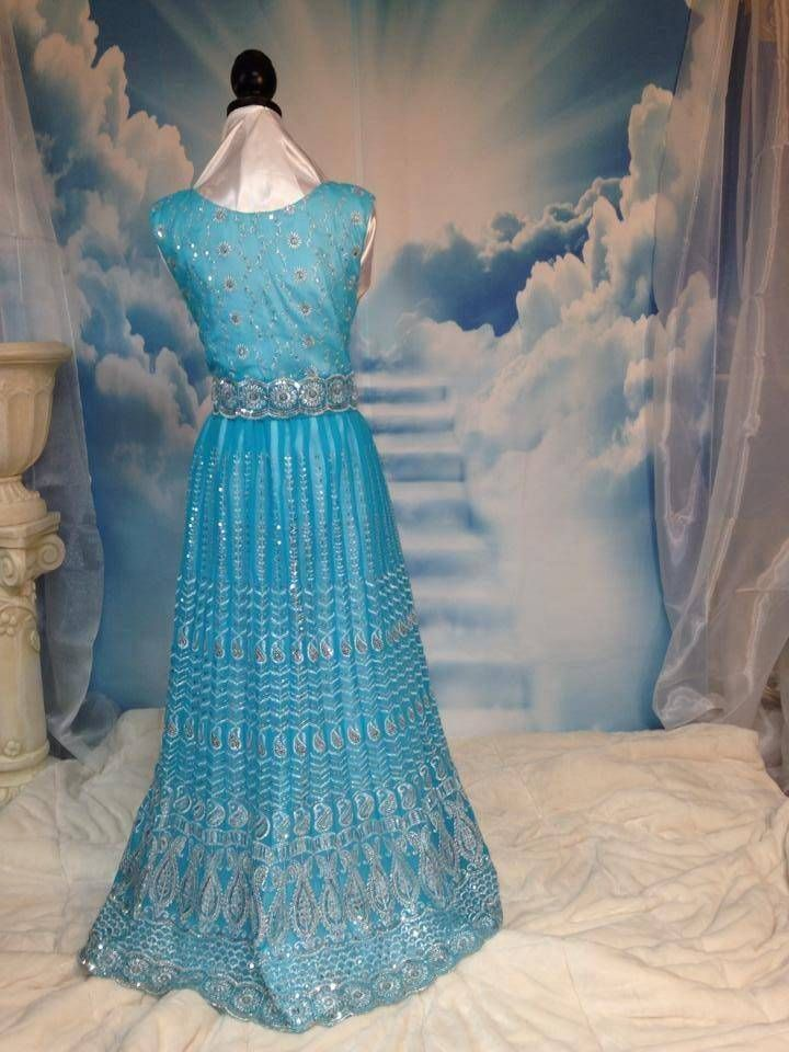 Сари- это не только индийская традиционная одежда! Это 5 метров красивой ткани! Во все времена сари использовали как ткань для пошива красивых нарядов! Предлага
