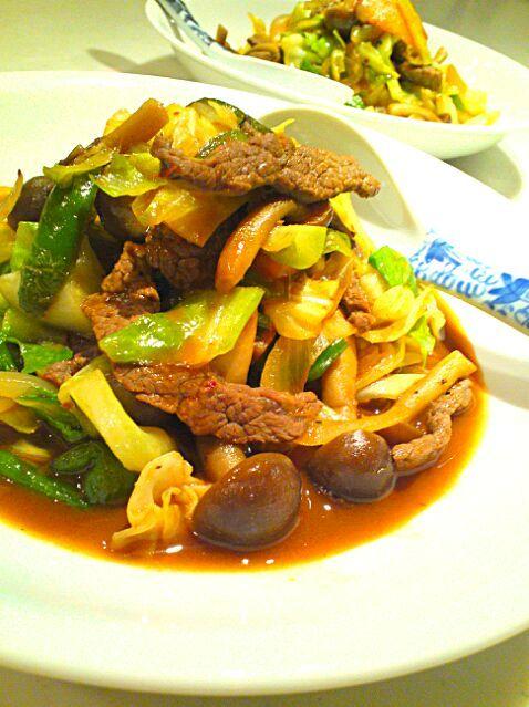 豆板醤と甜麺醤、食べるラー油と鶏ガラスープで味付けしましたヽ(*´∀`)ノ - 50件のもぐもぐ - 牛肉とキャベツの中華味噌炒め by Hironobu
