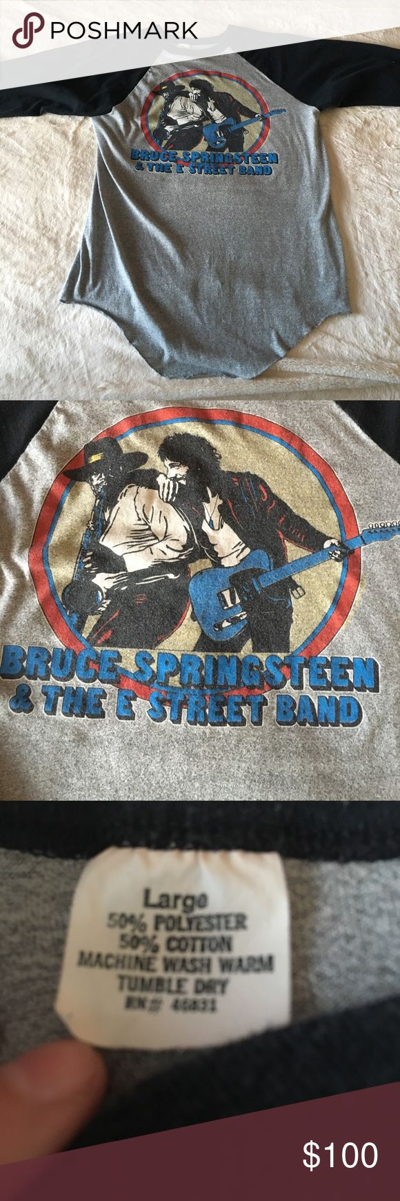 VINTAGE BRUCE SPRINGSTEEN '80-81 WORLD TOUR TEE❤ Vintage tour shirt from Bruce Springsteen's world tour in 1980-81. 100% authentic my father was a big fan. Size large. Can fit a medium too. Can fit a small as well possibly tie it up Vintage Tops