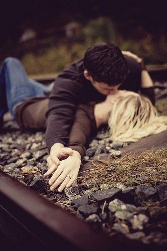 Nice people dating will kiss.....anywhere! #kiss #onlinedating