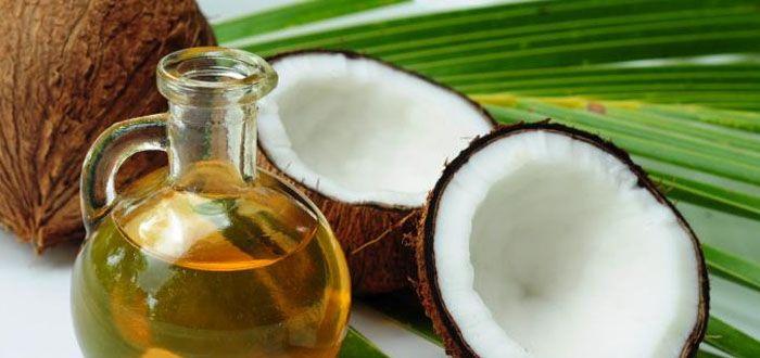 Beauty Tip: tanden bleken met kokosolie  Hoe werkt het? Doe elke ochtend voor het ontbijt een grote theelepel met organische kokosolie in je mond. Spoel met de olie ongeveer 20 minuten je mond, spuug de olie uit en spoel goed na met water. That's it! Probeer het en zie hoe snel je tanden al snel vele tinten op zullen lichten!