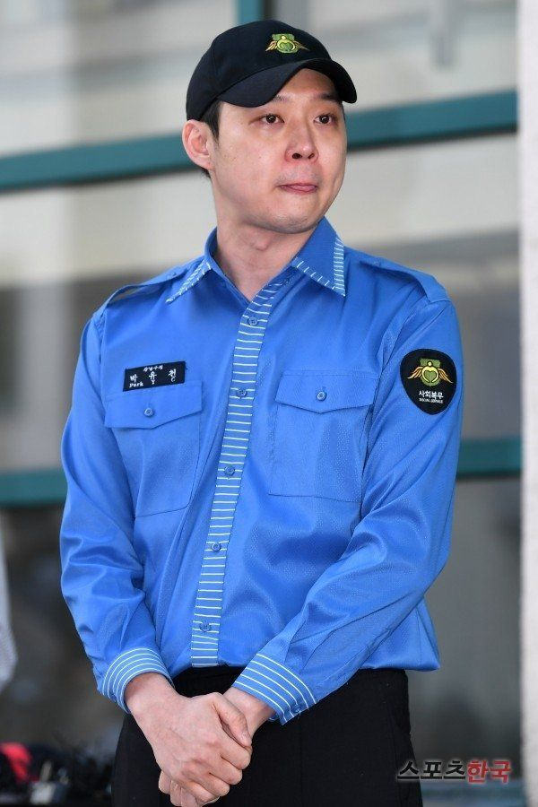 Park Yoo-chun is discharged and watches his fans with tears in his eyes
