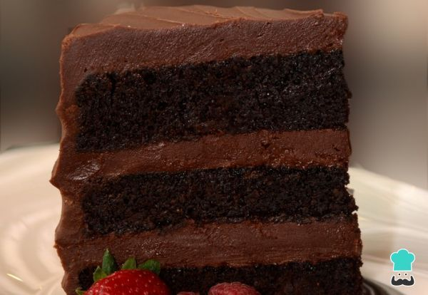 Aprende a preparar torta de chocolate húmeda con esta rica y fácil receta. Aprende a cómo hacer una torta húmeda de chocolate, uno de esos pasteles por capas con tre...