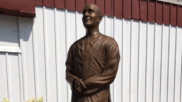 A statue of a controversial Indian spiritual leader, Sri Chinmoy, was erected outside a dry cleaners in Old Ottawa South, Sunday, July 30, 2017. my first job was in Ananda Niketan.