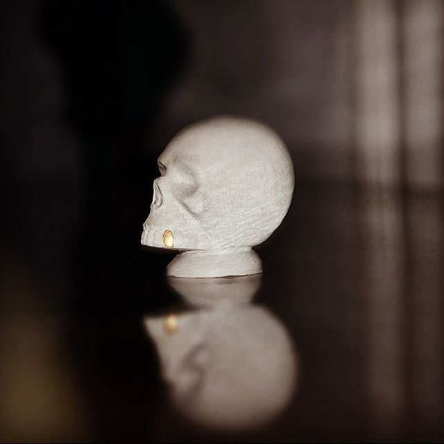 Gold Rush Aftermath #skull #gold #concretedesign #handmade #interiordesign #jmonier #concrete #custom #decoration #homedecoration #goldtooth #concreteskull #concretesculpture
