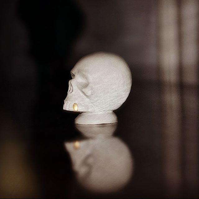 Gold Rush Aftermath #skull #gold #concretedesign #handmade #interiordesign #jmonier #concrete #custom #decoration #homedecoration #goldtooth #concreteskull #concretesculpture