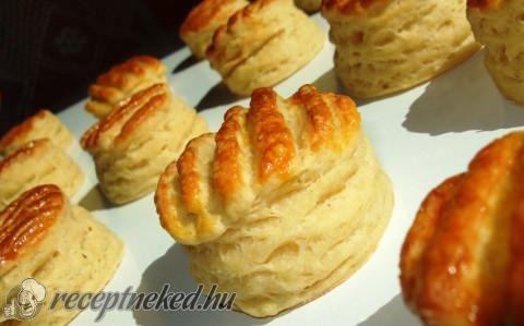 Hajtogatott sajtkrémes pogácsa recept fotóval