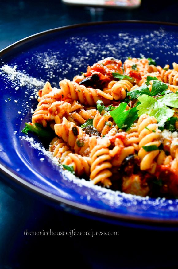 Tomato, feta pasta salad | Her Lunch | Pinterest