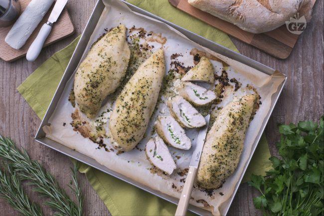 Le tasche di pollo con caprino al forno  sono un ottimo piatto unico  o un gustoso secondo piatto, rapido da preparare e di grande effetto.