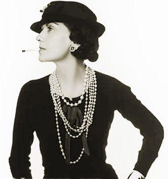 Coco Chanel, creadora de estilos. Ella dijo que las modas pasan pero lo unico que perdura es el estilo. Y nunca se equivoco! El estilo nos acompaña por el resto de nuestras vidas,  no lo descuidemos!