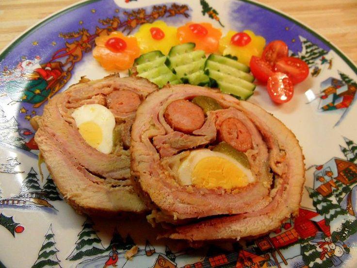 Plněná roláda okurkou, vajíčkem a parkem