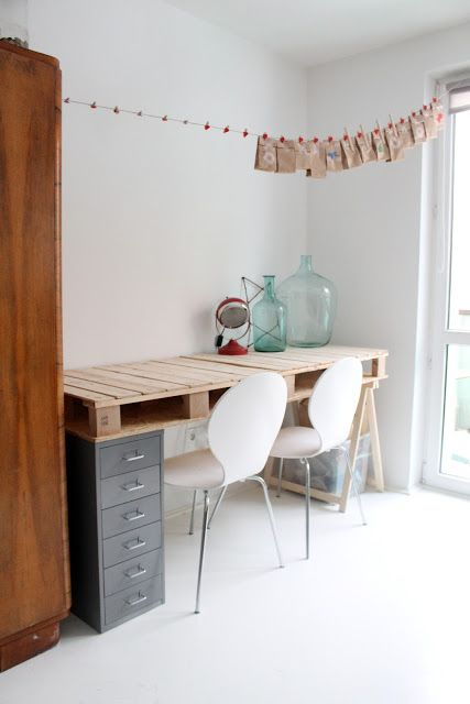 Desk with pallet