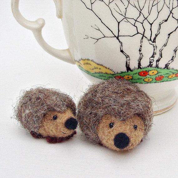 Needle felted hedgehogs. So stinkin' cute!