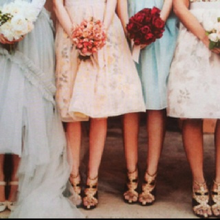 Love this vintage bride and bridesmaids