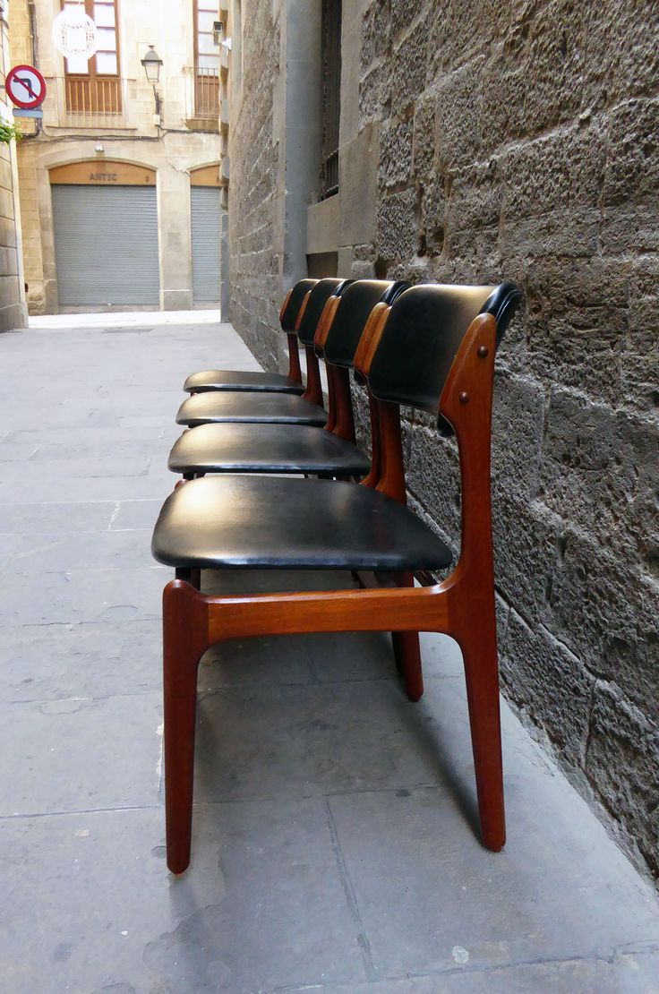 Juego de 4 sillas de diseño escandinavo de los años 60 |