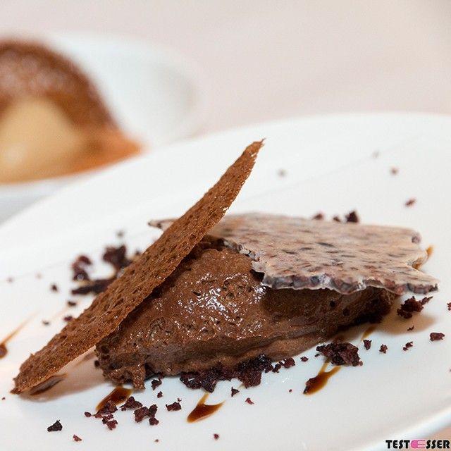 Und final durften wir beim letzten Testessen bei DER LUIS in Anger bei Weiz ein Valrhona Schokolademousse mit Zweierlei Schokoladeblättchen genießen. Sehr cremig sehr schokoladig! Den Bericht gibt's heute im Blog! #gaultmillau #zweihauben #derluis #angerbeiweiz #restauarant #restauarantgraz #foodgasm #foodpic #instafood #foodies #foodie #foodshot #foodstagram #instafood #photooftheday #picoftheday #testesser #graz #steiermark #austria #igersgraz #grazblogger #blogger_at #instagraz…