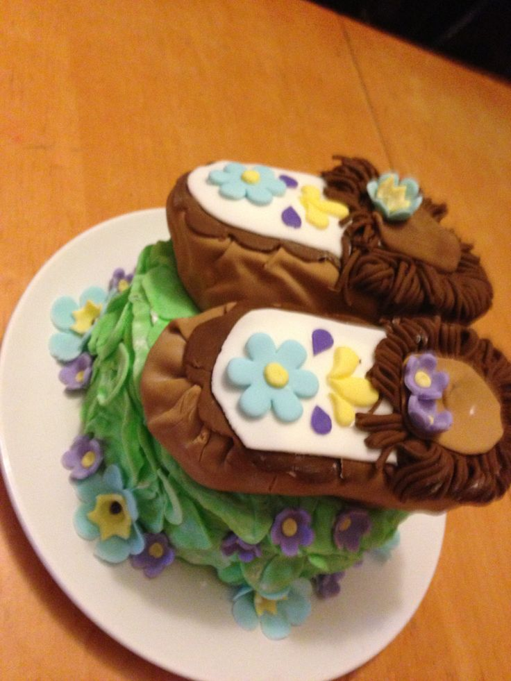 Moccassin cake side view