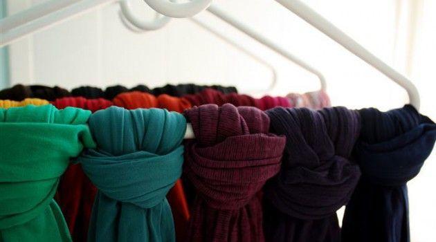 Guarde até 5 lenços por cabide pendurando do jeito mais inteligente que existe