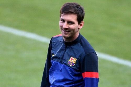 Está chegando a hora... : Olá pessoal,    É amanhã o tão esperado jogo entre PSG e Barcelona, hoje o time do Barça chegou cedo à Paris, e já treinaram pela tarde no local da partida. Em entrevista coletiva Ibra rasgou elogios ao Barça e à Messi, disse que o prêmio da Fifa deveria se chamar Lionel Messi, pois a bola de ouro ainda será de Leo por outros anos. Longe das câmeras as coisas são diferentes, e