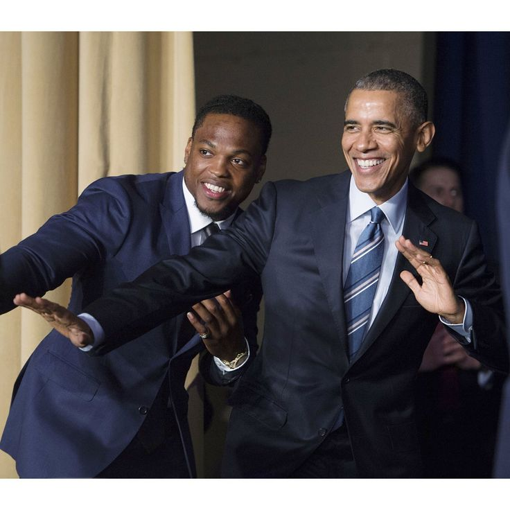 WASHINGTON, DC - FEBRUARY 04: U.S. President Barack Obama strikes the Heisman pose with Heisman Trophy winner Derrick Henry at the conclusion of the National Prayer Breakfast on February 4, 2016 in Washington, DC. The National Prayer Breakfast is in it's