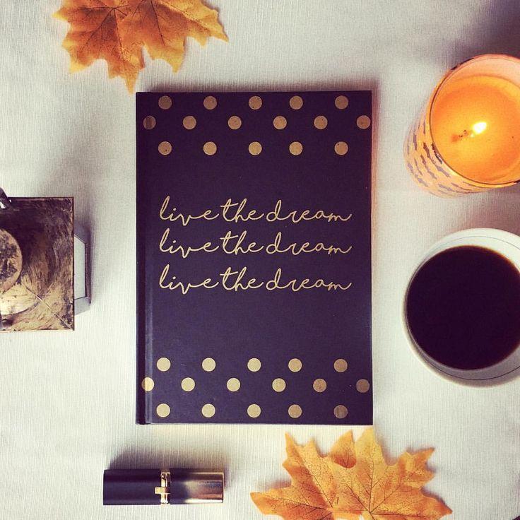 """#flatlay #autumn #fall #candle #lantern @viovisions Instagram-bejegyzésének megtekintése: """"🍁Live the dream 🍁"""""""