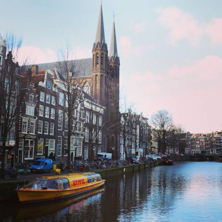 Une #photo d'#Amsterdam le jour de notre arrivée. Le seul jour où nous avons eu du #soleil.#journaldessine  Avec le filtre on dirait un #tableau moderne de #Monet.