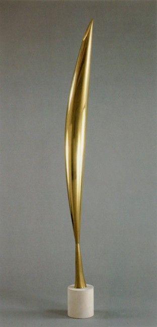 1923 - Pasarea in vazduh.Tot in 1923 sculpteaza o varianta in marmura galbena aflata acum la Muzeul de Arta din Philadelphia.