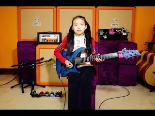 Pinxi Liu: YoYo Fuzz Universe - Washburn Guitars Orange Amps and Groove Gear Fret Wrap   I shooting a scene and then change the different focal distances and camera positionsshoot again shoot again...... About guitar solo not too many audio post-production only adding reverb and delay. A 10 year old girl YOYO(Pinxi Liu)Cover Fuzz Universe-Paul Gilbert Pinxi Liu YoYo
