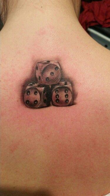 die besten 25 w rfel tattoo ideen auf pinterest w rfel t towierung fraktalgeometrie und