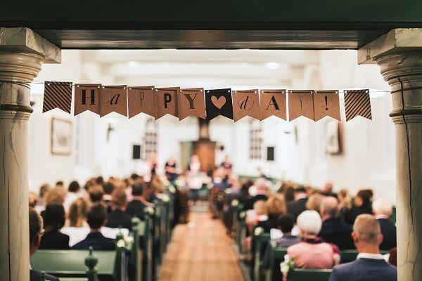Wauw, wat is dit een prachtige Real Wedding van het bruidspaar Lisanne en Bjorn. Zij vierden hun bruiloft op de Pollepleats in Friesland   www.bruiloftinspiratie.nl