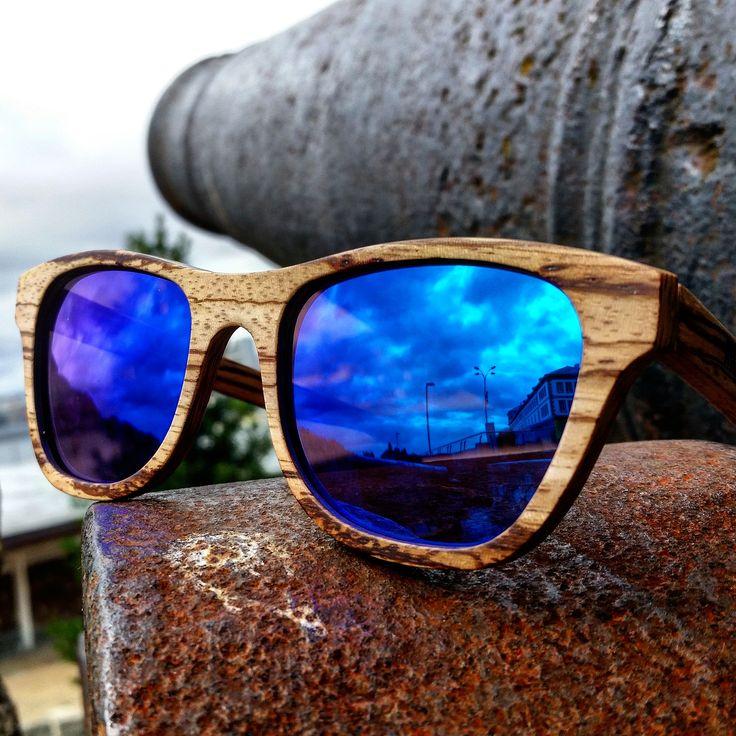 Excelentes vetas las que nos deja esta imagen. #Móler #Monza #madera de #zebrano con #lente #espejo #Premium #azul. Preciosas vetas de madera de zebrano. En estas vemos las diferencias dentro de este tipo de #madera si se consiguen chapas bonitas y naturales.    Vemos #vetas en formas de pequeños puntos, de rayas largas finas, de rayas largas gruesas y de otras diferentes formas. Captura hecha en #ACoruña, #Galicia, (#Spain) #Handmade #hechoamano  www.moler.es