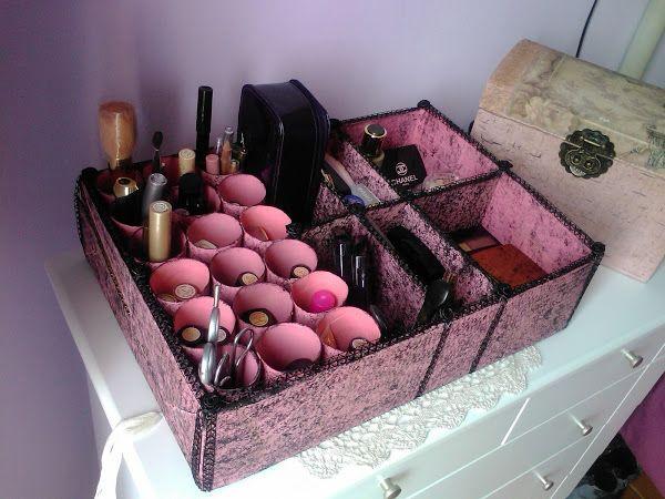 Organizador de cosméticos a base de Caja de Cartón y Tubos de Papel Higiénico