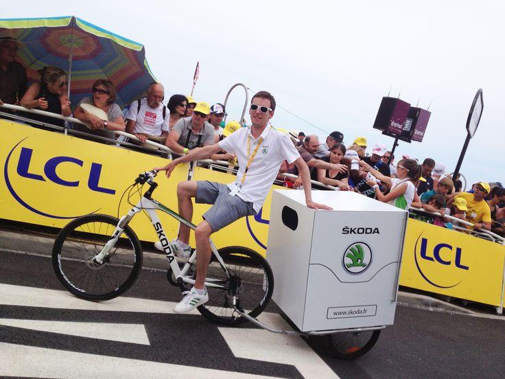 Venez à la rencontre de Rémi, le distributeur officiel de bobs SKODA sur la ligne d'arrivée du Tour de France ! #SKODA #TDF #TDF13 #TDF100 #TourDeFrance #SkodaAimeLeTour