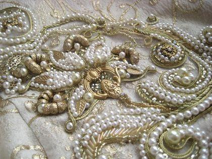 Художественная вышивка. Художественная вышивка на парче. В изготовлении вышивки применялись нити жемчуга, металлическая фурнитура, золотой шнур из люрекса, стеклярус и пайетки. Данная работа представлена для примера.