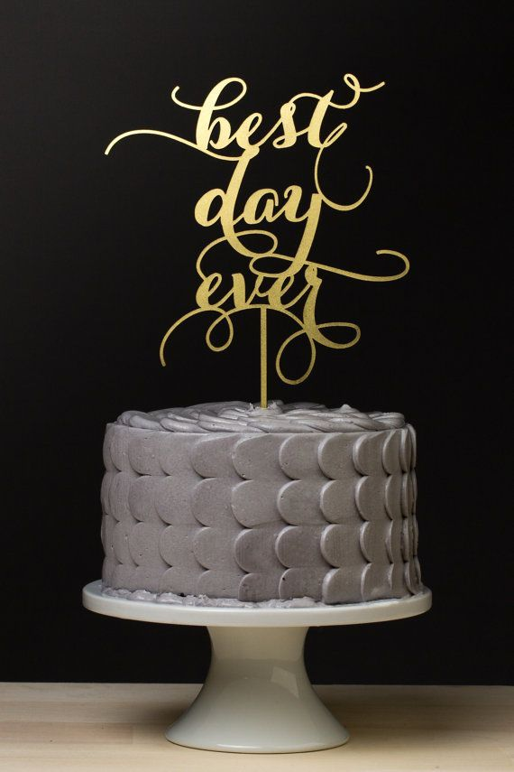 Gold wedding cake topper #cakes #weddingcake #goldwedding #caketopper #silverwedding