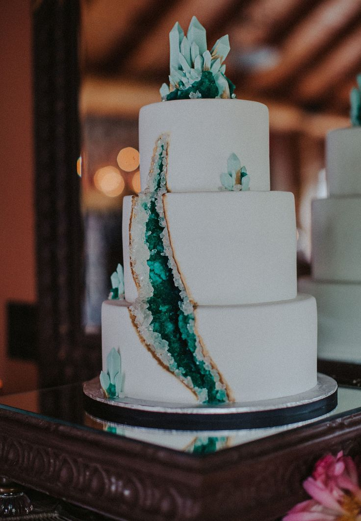 Our Favorite Wedding Cakes from 2016 | Emerald Geode Cake