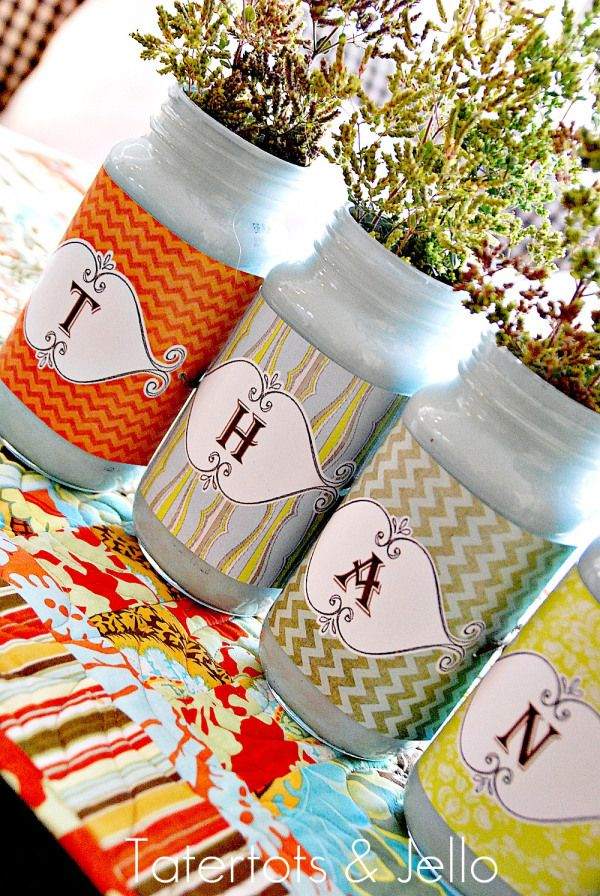 Make a thankful jar centerpiece this Thanksgiving with this tutorial by Tatertots & Jello. Painted Mason jars are a fun trend and happy printables tie in the season. Easy, cute and fun to make!