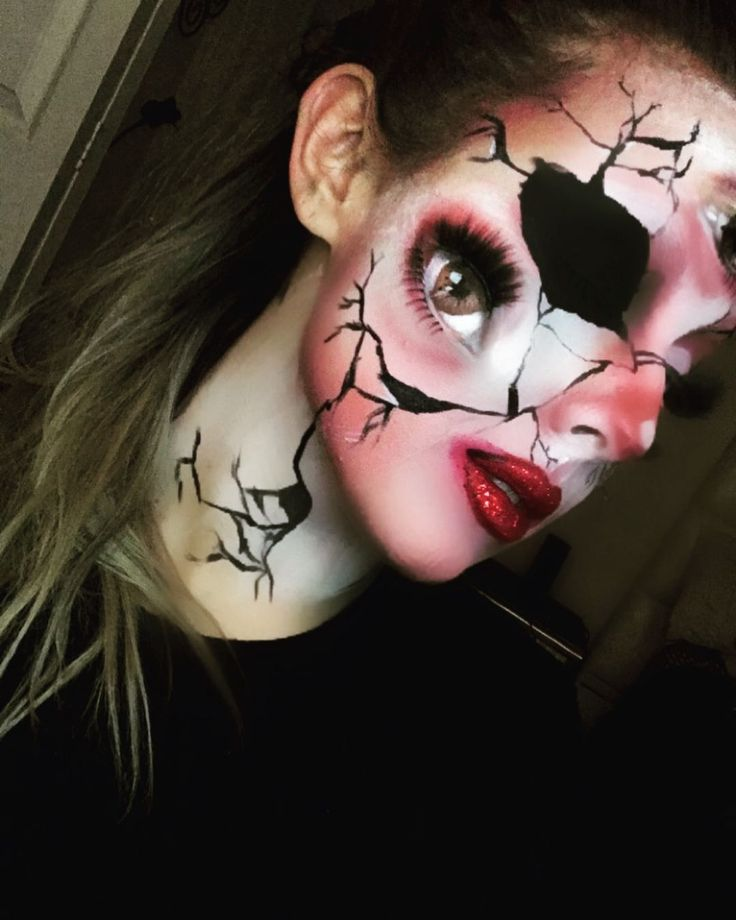Day 2 :  #100daysofmakeupchallenge with a look inspired by a face chart made by one of my favorites @jordanhanz  #halloweenmakeup #halloween #horrormakeup #makeup #motd #beautymakeup #glam #wig #costume #mehron #crackeddoll #faceoff #skinwars #tattoos #scary #illusions #makeupillusion #howto #diy #motd #gore #redlips #instagood #fingertattoos #dollmakeup @mimles @jordanhanz