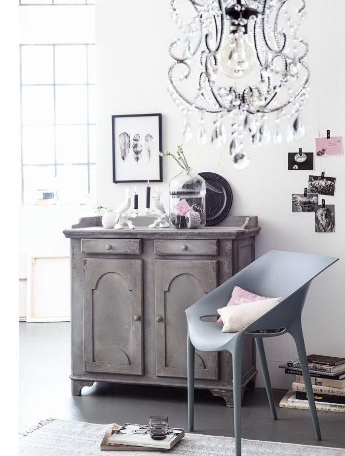 Stilistisch zwischen Gründerzeit und Jugendstil - und endlich wieder up-to-date. #Kommode #Schrank #Möbel #Impressionenversand