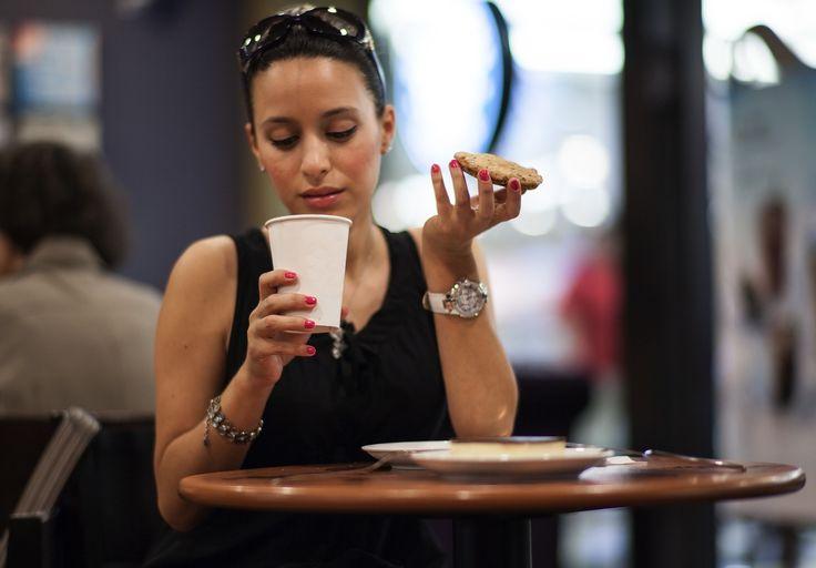 La nourriture est une partie importante du budget en voyage. Voici quelques astuces pour bien manger sans se ruiner durant votre aventure!