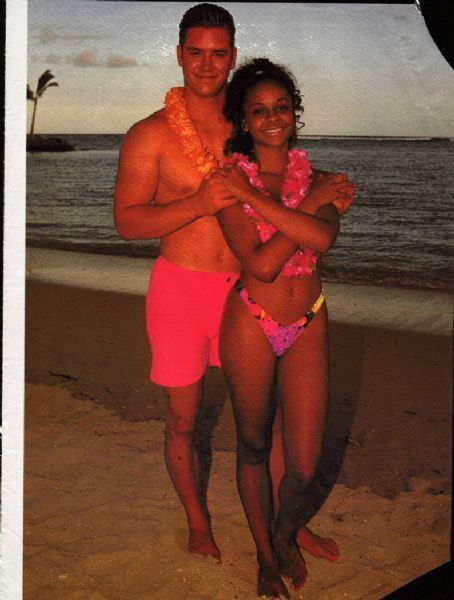Lark Voorhies and Mark-Paul Gosselar ...Lark (who played Lisa) and Mark (who of course played Zach) actually dated the longest. They were an item for three years, all while working on the show together. - See more at: http://madamenoire.com/257796/did-you-know-they-dated-11-even-more-surprising-celeb-relationships-you-might-have-forgotten-about/#sthash.Phuiqicr.dpuf