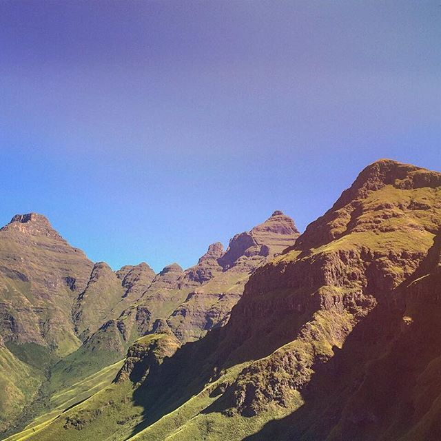 The last peak at the Cathedral Range before climbing the gully to Orange Peel Gap. Drakensberg, South Africa. #drakensberg #mountains #drakensbergadventures #drakensbergmountains #hiking #cathedralpeak #thebell @mcsa_kzn #wanderlust #explore #adventure #outdoors #nature #instanature #naturalbeauty #beauty #travel #Africa #SouthAfrica #KZN #iphone #love #picoftheday #instagood #tradclimbing #tradisrad #bergclimbing #multipitch #trad