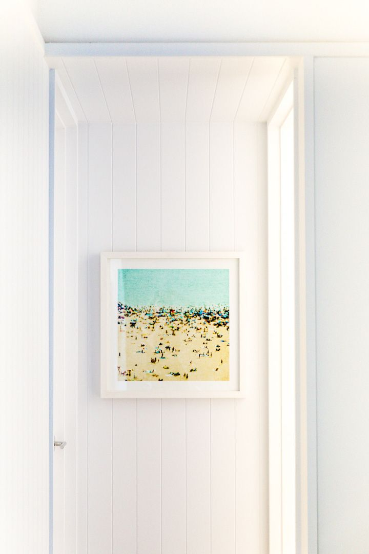 living room idea: retro filter beach print