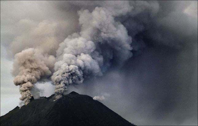 http://www.erdekesvilag.hu/a-sinabung-vulkan-ujabb-kitorese/