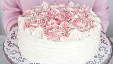 I finalen bakade Sveriges nya mästerkock Catarina König en tårta så god att Leif Mannerström tyckte att den skulle få ett eget namn. Därför heter den numera Catarinatårta! Söt, härlig och...